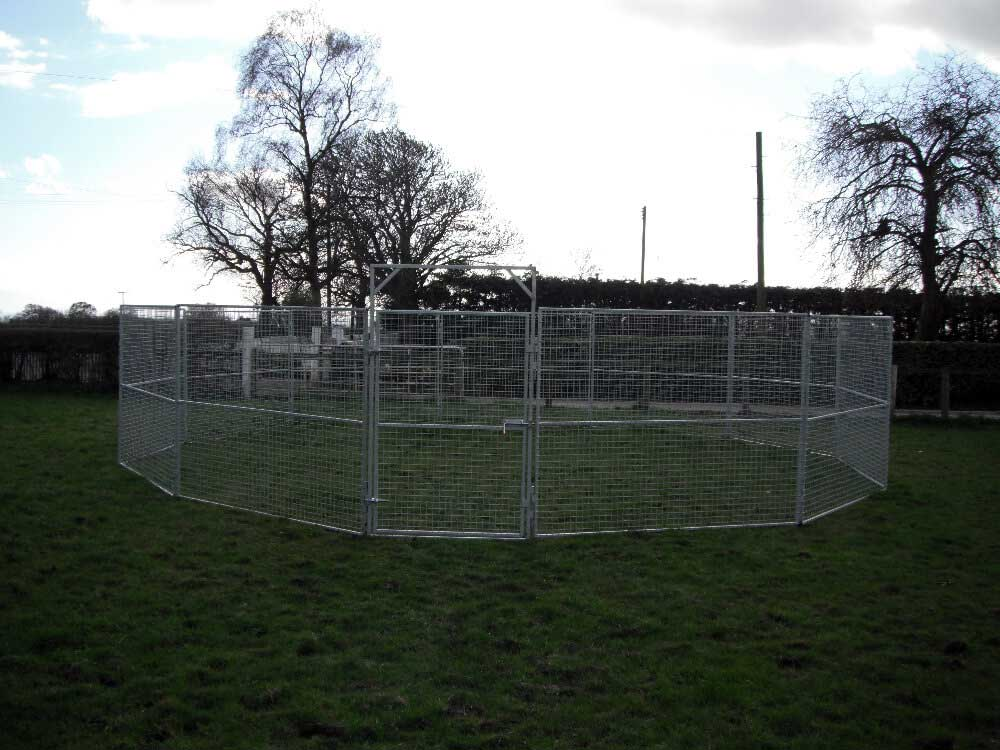 30′ mesh round pen constructed from straight panels.