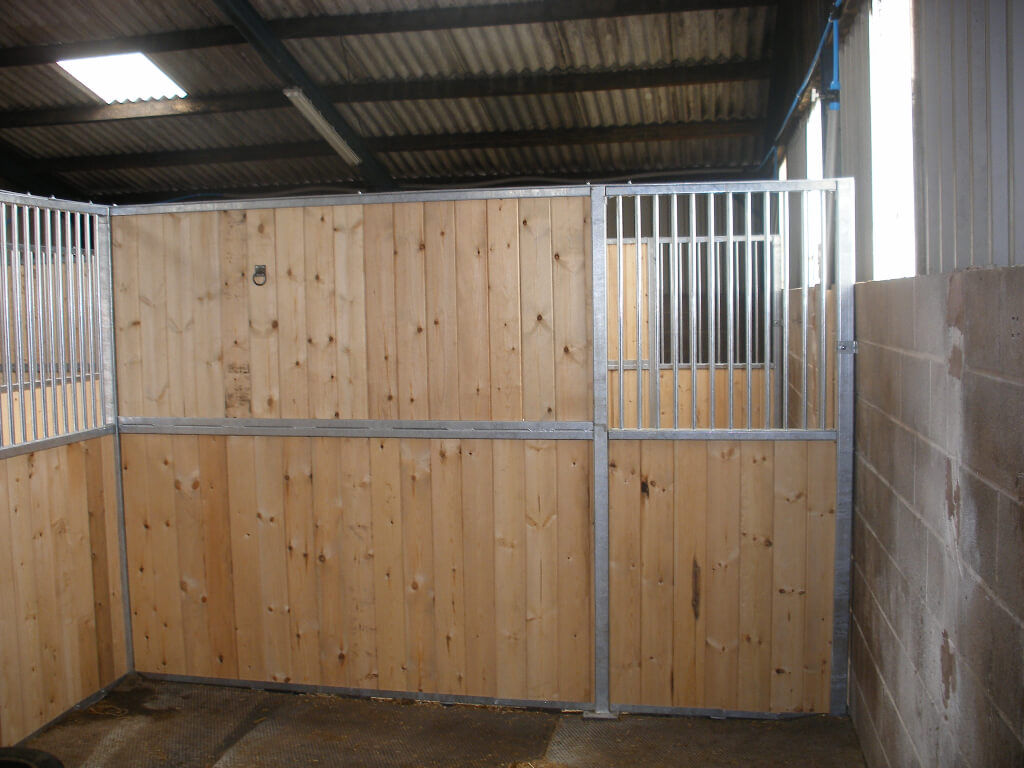 Premier stable with tanalised softwood tongue & groove and vertical roundbar inserts.