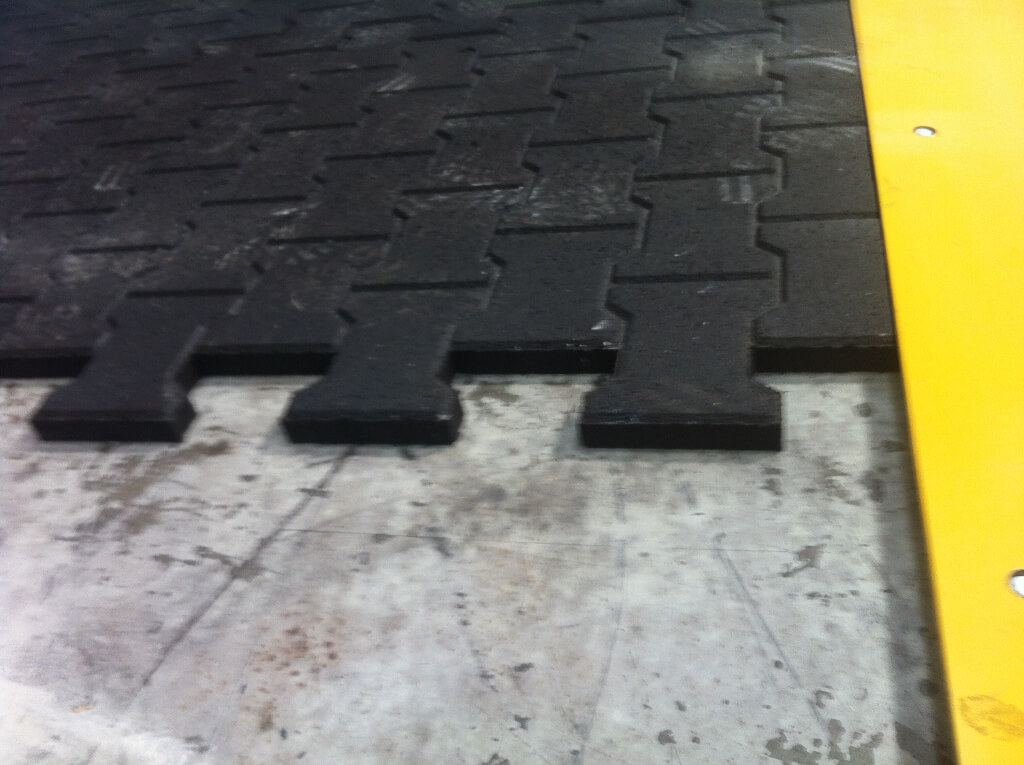 The interlocking rubber mats offer excellent stability.