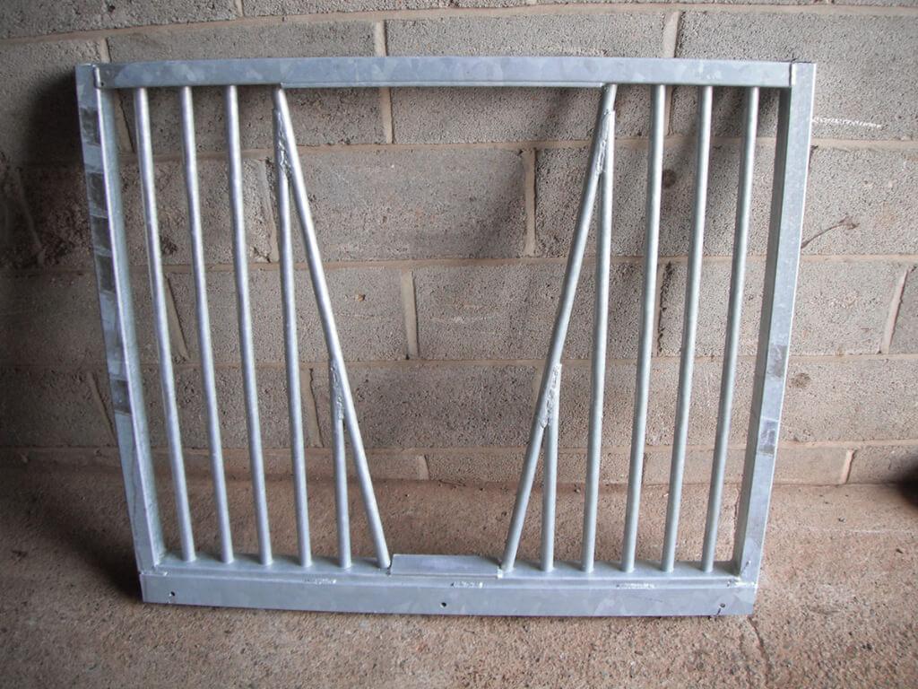 Anti weave detachable door top