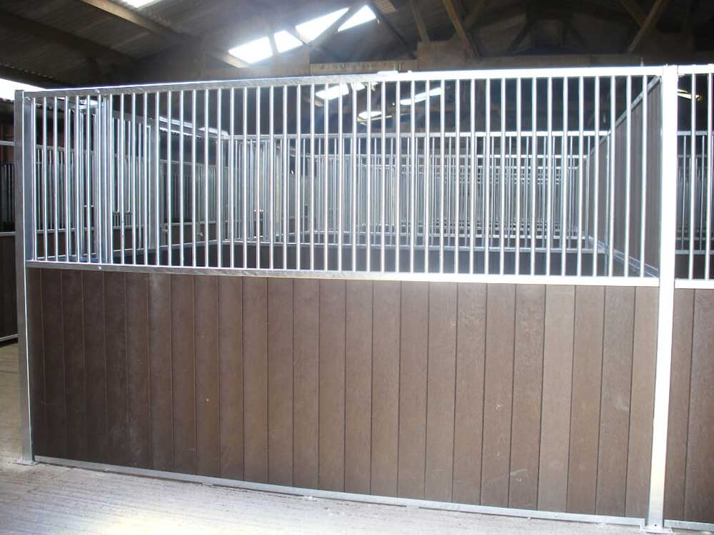Half grille partition with recycled plastic t&g boards