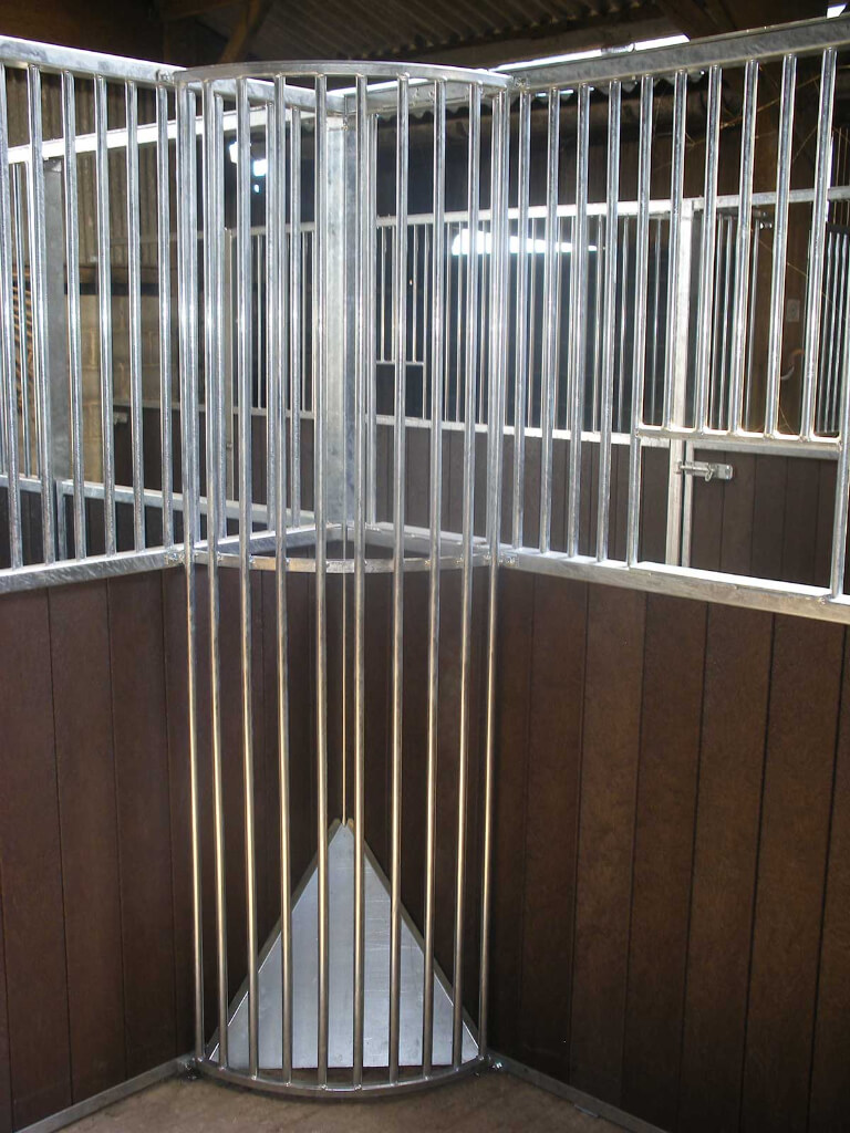 Full height round tube hay rack