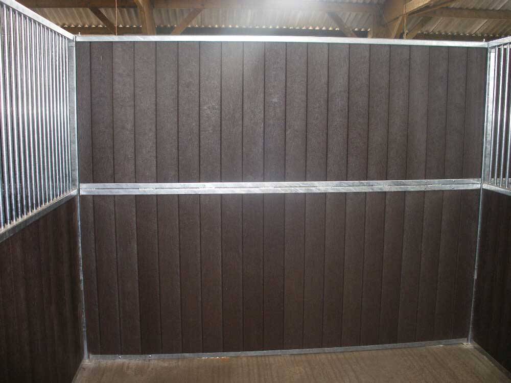 Premier stable with recycled plastic tongue & groove and vertical roundbar inserts.